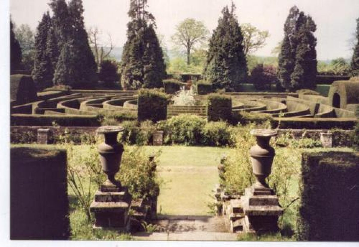 Pgds 20080918 070817 Maze Chatsworth Early 1990S