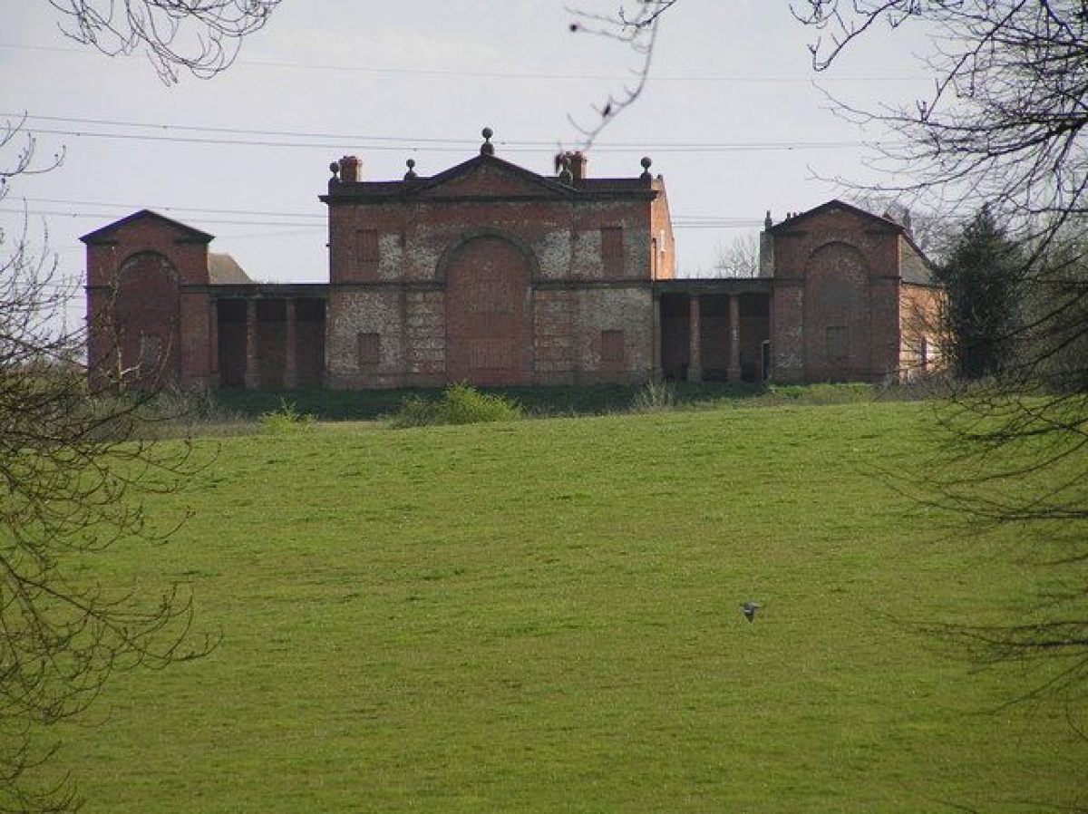 Pgds 20140726 204917 The Sham House From Chillington Estate   Geograph Org Uk   661835