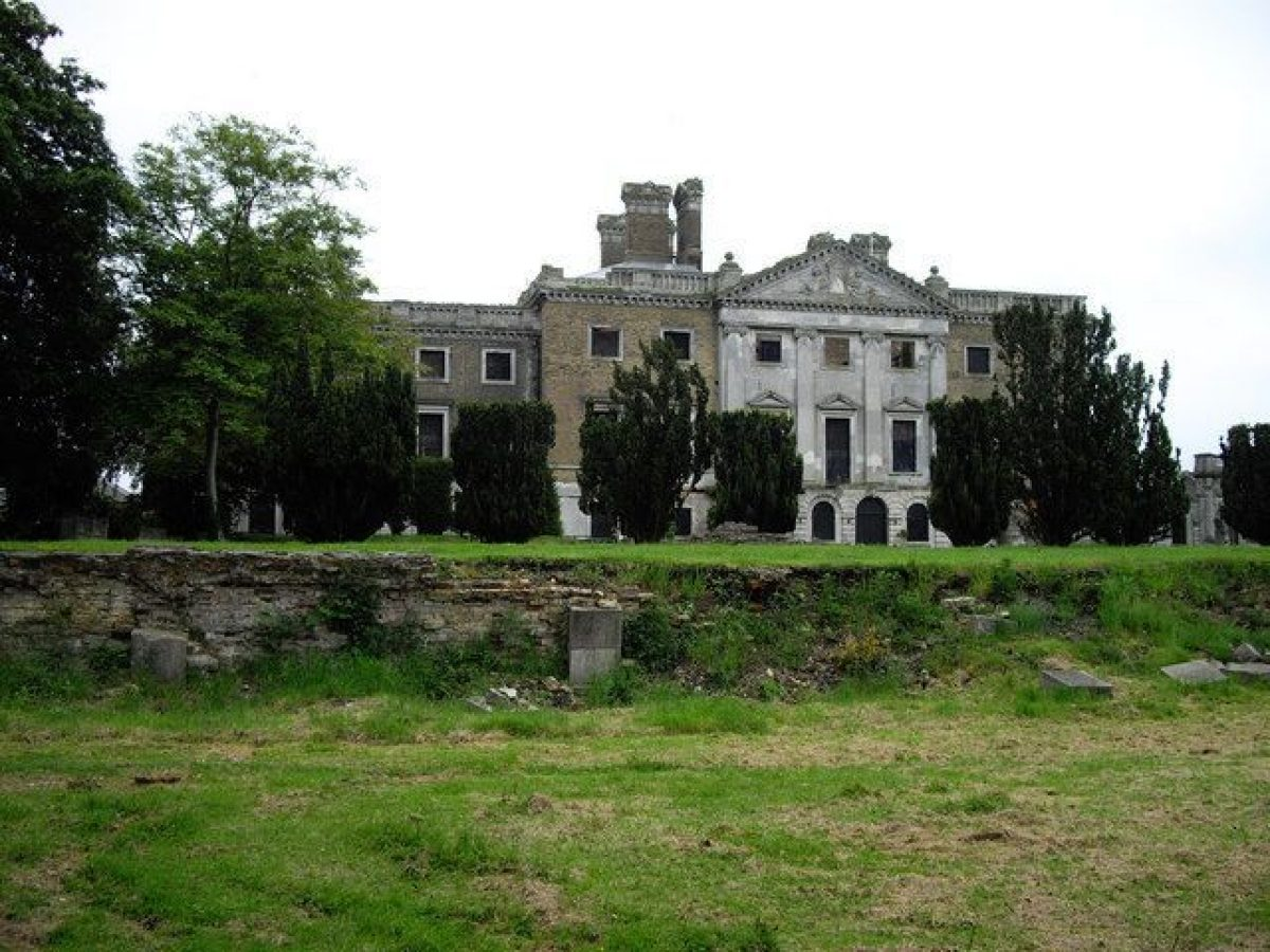 Pgds 20140826 203403 Looking At Copped Hall From The Sunken Garden    Geograph Org Uk   1423462