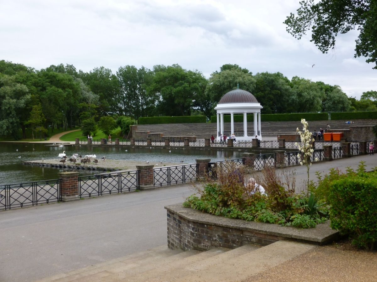 Pgds 20150908 104303 Boating Lake With Bandstand