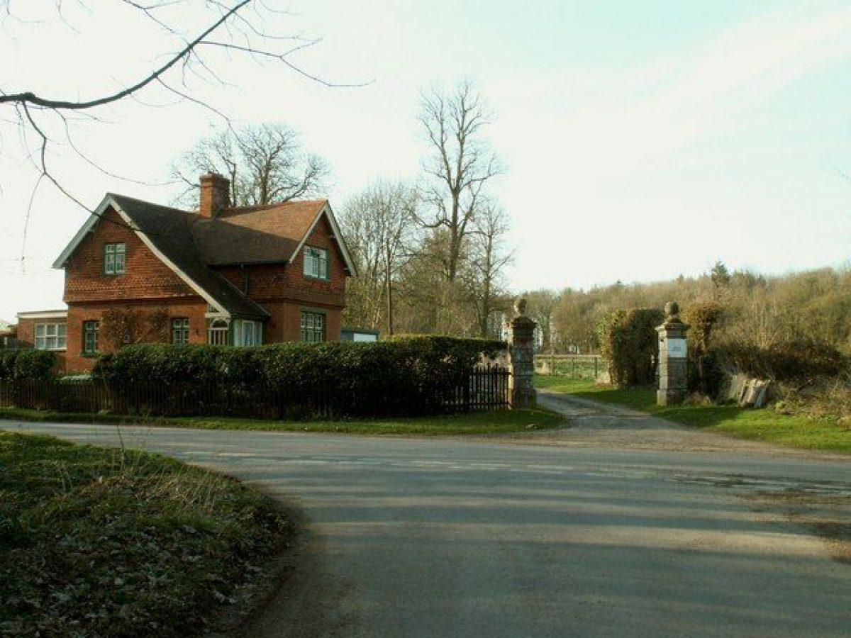 Pgds 20160427 123116 The South Lodge And Entrance To Branches Park   Geograph Org Uk   1210180